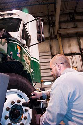 truck-technician-inspection